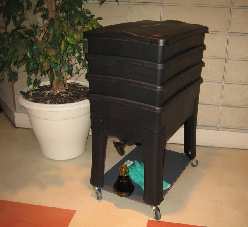 lombricomposteur worm compostage l 39 aide de vers de terre. Black Bedroom Furniture Sets. Home Design Ideas